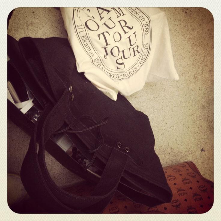 #konrathvonreumont.com l'amour toujours tote on heavy duty traveling business..
