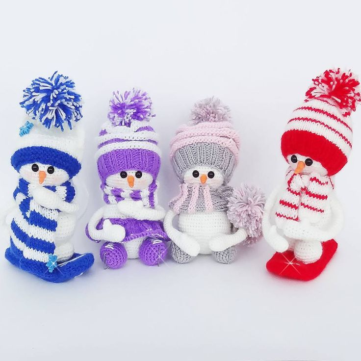 Забавные снеговички амигуруми. Автор схемы снеговика крючком - Юлия Мусатова.