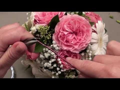 La boutique http://femme2deco.com et le site http://femme2decotv.com vous offrent cet atelier vidéo. Réalisez des décorations florales. Cet atelier est adapt...