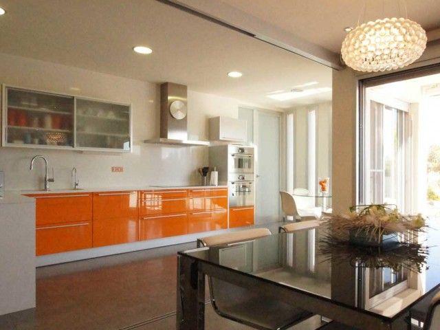 Cocina color naranja. Decoración Alado