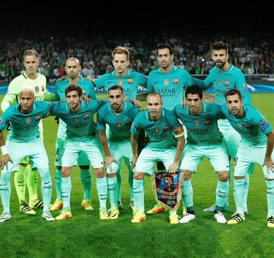 Barca players pose for the team photo prior to the UEFA Champions League first-leg group C football match between Borussia Moenchengladbach and FC Barcelona at the Borussia Park in Moenchengladbach, western Germany on September 28, 2016.