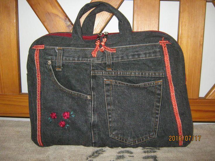 Laptop táska, farmerből, bordó bársony béléssel.