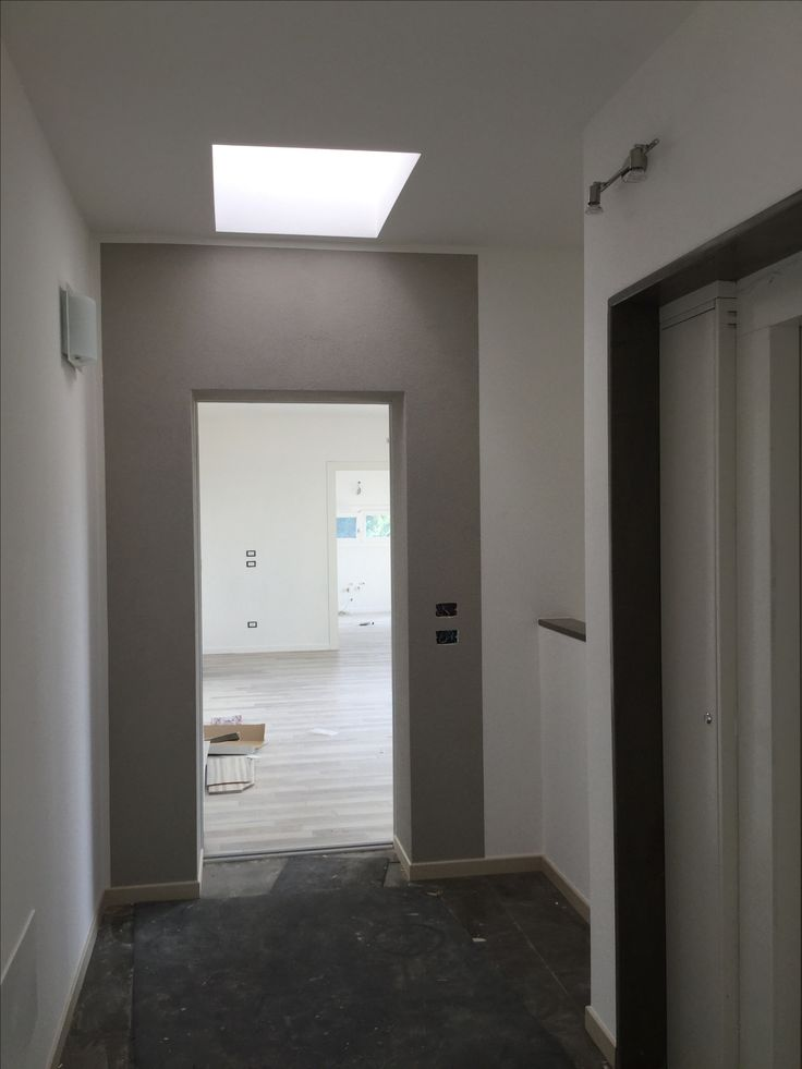Nuova costruzione edificio plurifamigliare a Marcon (#Venezia) - via San Giuseppe. Dettagli: ingresso appartamento attico, lucernario luminoso e parapetto su vano scala.