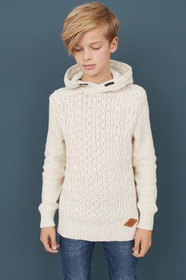 Knitted model with hood #capuze #knittingmodelideas #modell #strick #capuze