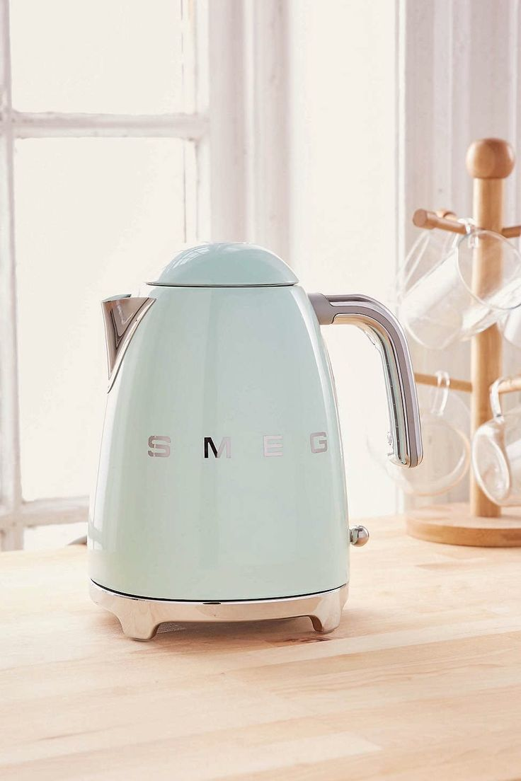 Tea Time: SMEG electric kettle incl stainless steel limescale filter