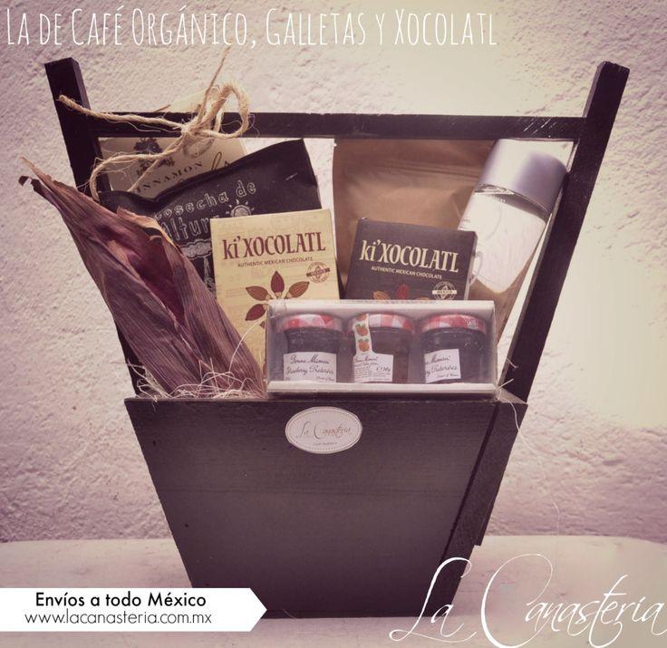 La de Café Orgánico, Galletas y Xocolatles una elegante canasta de regalo para hombre con una selección deliciosa y original de productos para una sorpresa inolvidable! Incluye chocolates mexicano…