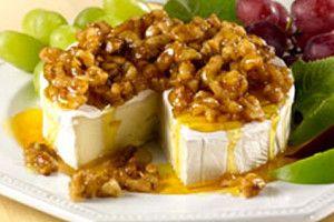 Queso Brie con Miel y Nuez