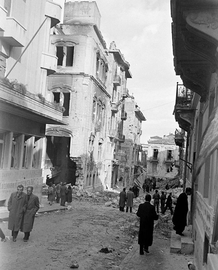 Dmitri Kessel, Ιανουάριος 1945, Αθήνα, βομβαρδισμένα κτίρια και δρόμοι