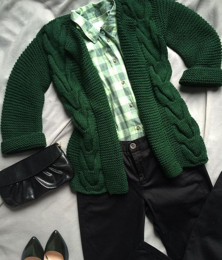 🐍💚 совсем забыла про него 🙈сегодня, подумав про то , что же можно надеть под пуховик... ( уж очень холодно 😁⛄️) .....вспомнила про #изумрудный пиджак 😋💚 #вналичии ✅  Размер :42  По супер цене : 3800 р 🙆💋 Полушерсть ☝️ #пиджак#кардиган#изумруд#темнозеленый#свитер #кардиганвналичии #изумрудныйпиджак#вналичиивмоскве #купитькардиган #ручнаяработа#мягкий#теплый#темнозеленый#офисныйстиль #jnhandmade #handmade #москва #октябрь