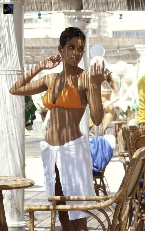Halle Berry (Die Another Day - 2002)