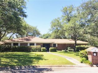 View 31 photos of this $164,900, 3 bed, 3.0 bath, 1746 sqft single family home located at 3 Sherman Dr, Brownwood, TX 76801 built in 1979. MLS # 13591577.