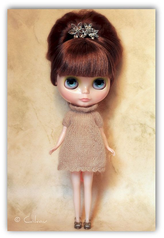 handmade knitted dress for blythe doll by Cakau on etsy