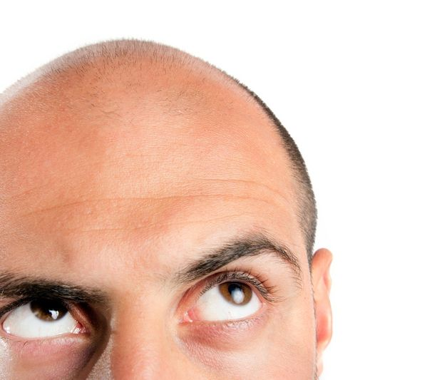Want to rock the bald men style? Start with a good skull shaver!