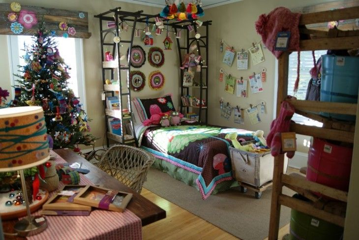bohemian-kid-bedroom-christmas-tree-inside-racks-a-desk-table-lamp-fully-toys-wall-bed