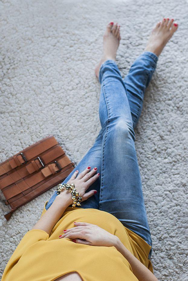 #SophieArtPhoto #futureal #jeans #blue #yellow #fashion #fashionblogger #style #streetsyle #accessories #bracelet #gold #bag  #clutch #pregnancy #maternitywear #ilovemomblog