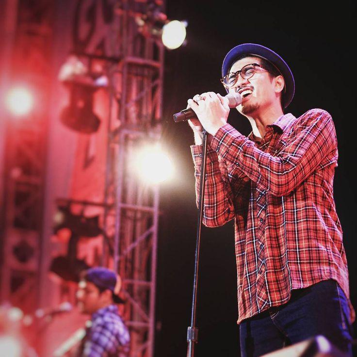 """Sheila on 7 #berlapangdada #music #band #sheilaon7 #fazsiorighthere #fazsiophotography #pekanbaru #Indonesia #singing"""