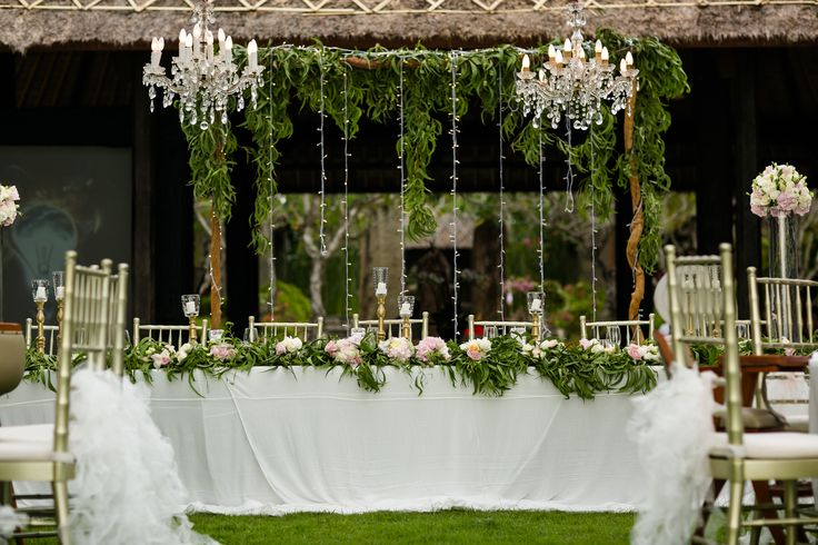 Freshly adorned with Foliage - Bridal Table