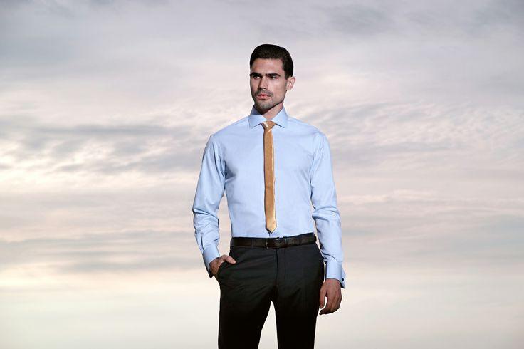 Fie că sunteți în căutarea costumului care să vă scoată din anonimat, a unei cămăși care să ofere confortul zilelor aglomerate de business sau doriți o pată de culoare reprezentată de o cravata, un papion, sau batista de buzunar care să vă reinventeze o ținută, alegeți expresia luxului evidențiată de Braiconf Royal.