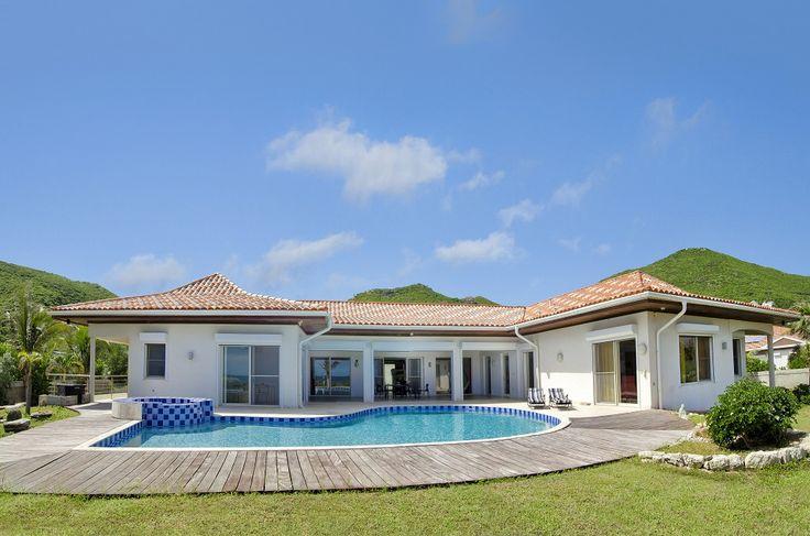 Omringd door witte stranden van het eiland Saint Martin biedt een exclusief toevluchtsoord voor wie op zoek naar Europese elegantie te midden Caribische pracht. Alle villa\'s hebben direct toegang tot het strand en een privézwembad. Steunend op de beste lokale en geïmporteerde materialen elk van deze villa heeft 6 slaapkamers, 6 badkamers met douche, een…