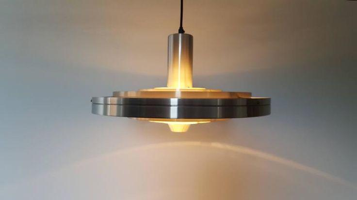 Minimál stílusú lámpa