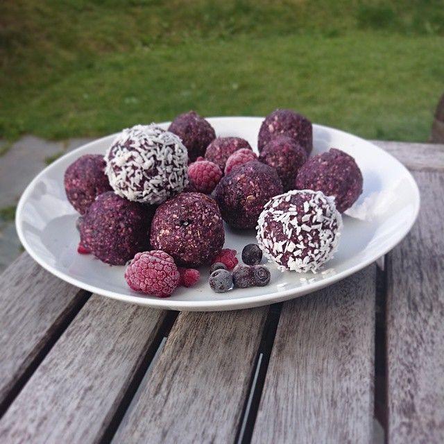 Recept på Blåbärsbollar. Ett fantastiskt smarrig alternativ till chokladbollar.