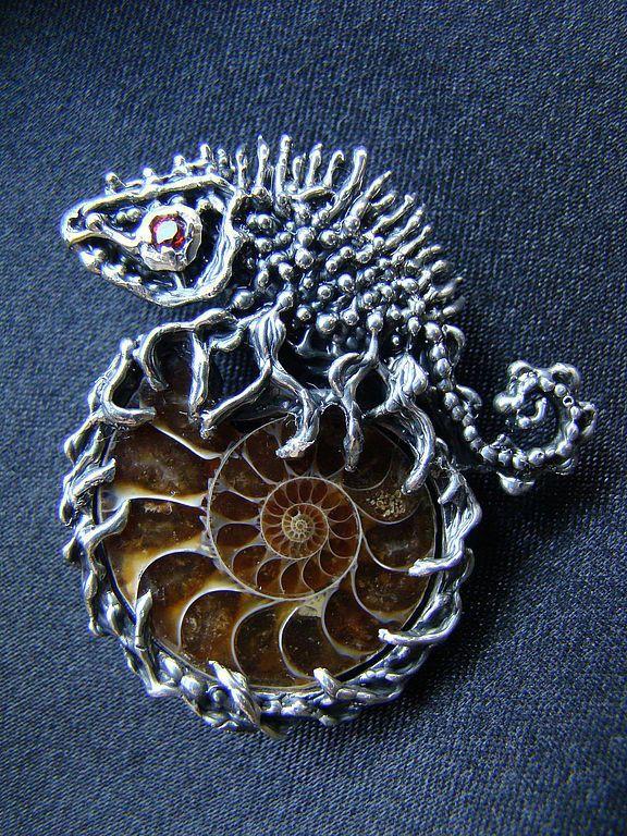"""Silver Pendant with natural Garnet / Кулон """"Прекрасное прошлое-1"""" - серебряный, аммонит, кулон с аммонитом, подвеска, кулон, серебро"""