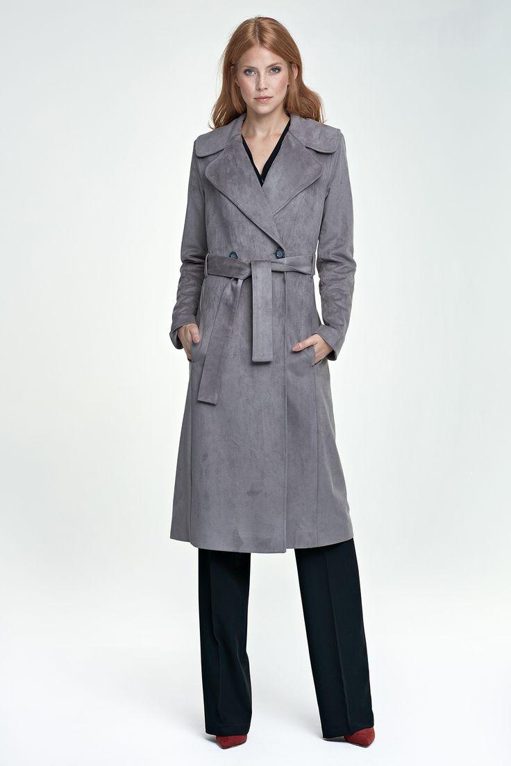 Trench femme, en suédine, gris : Basique classe et intemporel de la garde-robe féminine, le trench est peut-être la pièce manquante à votre dressing chic.  Ce modèle élégant s'inscrit parfaitement dans l'air du temps avec sa suédine de haute qualité, grise.