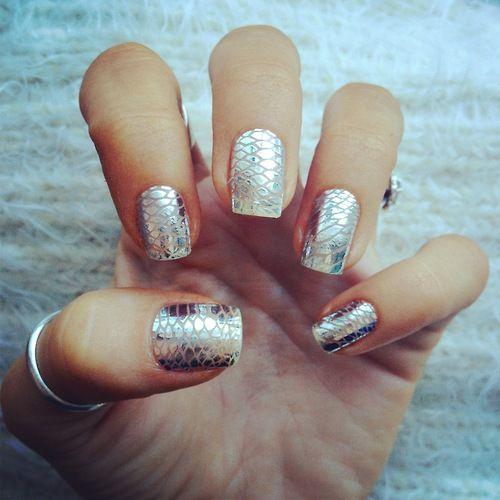 Metallic snake nails