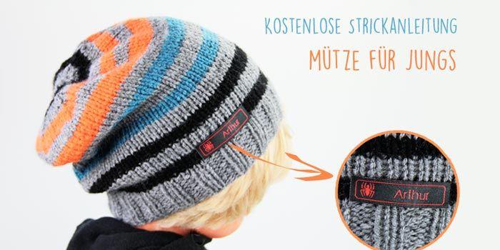 Kostenlose Anleitung: Coole Mütze stricken und mit einem Namensetikett versehen.