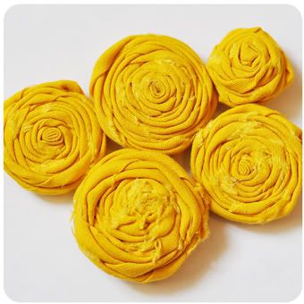Rolled fabric rosettes tutorial.: No Sewing, Clothing Flowers, Crafts Ideas, Diy Crafts, Rolls Fabrics Flowers, Fabrics Rose, Materials Flowers, Flowers Make, Flowers Tutorials