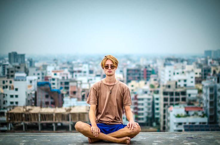 Einfach mal vom Alltag abschalten?  Das fällt uns schwer.   Meditation ist ein super Mittel Stress abzubauen, gelassener und bewusster zu werden.  Wie häufig meditierst Du?