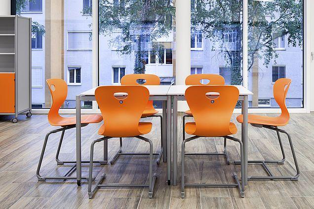 Ergonomische Stühle und stapelbare Tische für flexible Klassenzimmer von morgen. Bundesbeschaffung GmbH besiegelte mit Mayr Schulmöbel Vierjahresvertrag über die Lieferung von Qualitätsschulmöbel.
