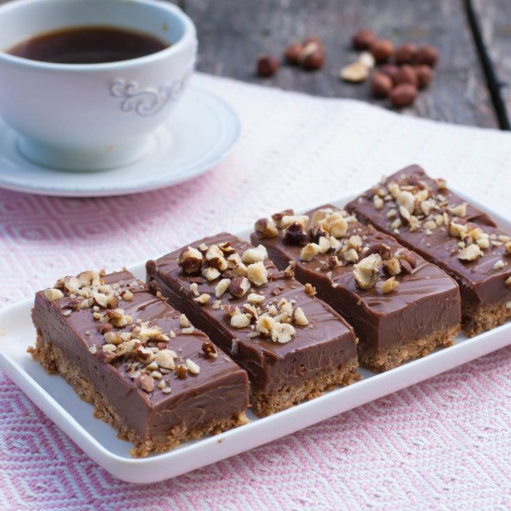 Bjud på ljuvligt goda, mäktiga bitar Nutella cheesecake-kakor.