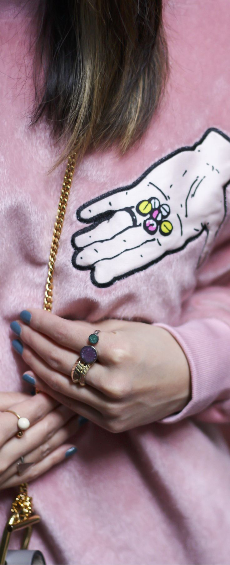 Embroidered pink sweatshirt, cool pink sweatshirt, cool pink outfit. See the full look on www.layersofchic.com