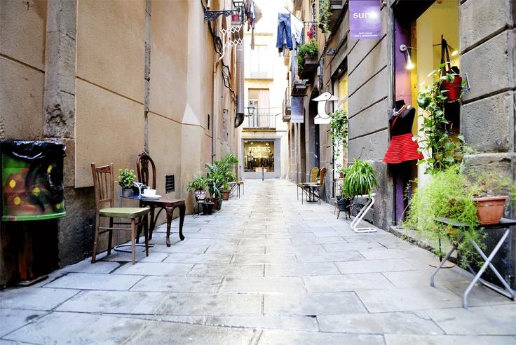 Zona con encanto. El Born. Barcelona. Tiendas de nuevos diseñadores, galerias de arte y bares de tapas. Buenos recuerdos... by twoflight.com