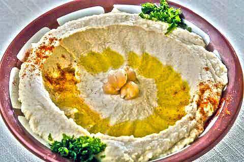 Das perfekte Hummus Bil Tahini (Kichererbsen Dip mit Sesampaste)-Rezept mit einfacher Schritt-für-Schritt-Anleitung: Die Kichererbsen gut waschen und über…