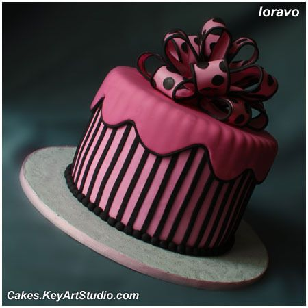 Торт розовый с черными полосками и бантом в горошек