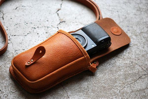 ROBERUコンパクトカメラポーチ(キャメル) - 【ROBERU】カメラストラップ,カメラケース,iPhoneケース,などレザーアイテム販売!