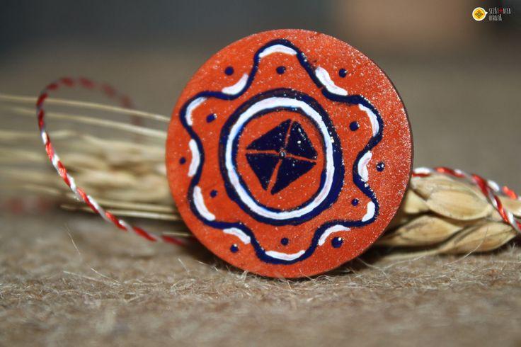 Broșă cu motive tradiționale inspirate de pe țesături și ceramică.Cod produs: B1.8Produsul se execută manual.Preț: 10 lei