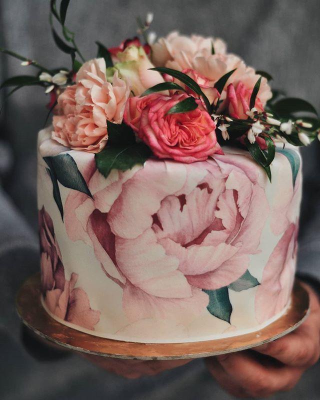 Alicja Szczepocka Na Instagramie Jak Ja Kocham Ten Torcik Tort Cake Creamcake Gozdziki Kwiaty Owoce Maliny Czekolada Piwonie Food Cake Desserts