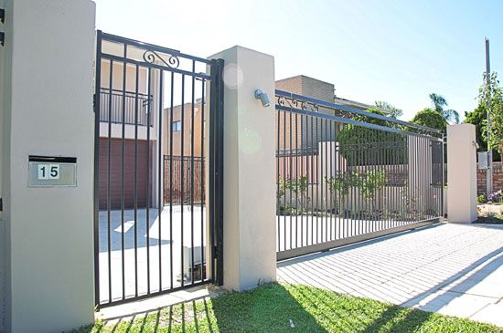 All the choices that go into your driveway gate decision, ranked from least to most expensive http://bit.ly/2hyl1Aq  #home #garden #drieveway #gates #drivewaygates #landscaping