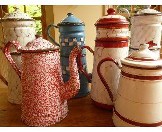 Vintage French Enamelware Coffee Pots  Early - mid 1900's.: Things Vintage, Teapots Coffeepot, Vintage Teas, French Enamelware, Vintage Things, Vintage French, Coff Pots, Teas Pots Cups, Teas Kettles