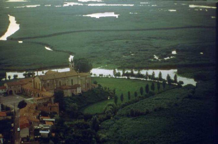 Vista aerea del Parco del Mincio (Santuario delle Grazie di Curtatone - Mantova).#Mantova #Mantua #arte #art #cultura #culture #Italia #Italy #parco #park