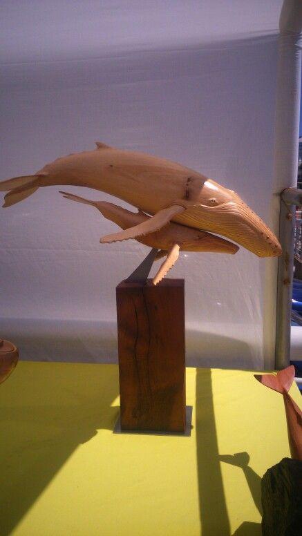 Jorobada con ballenato