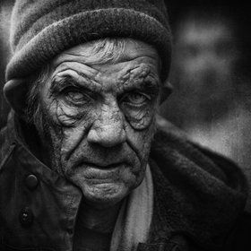 Portrait by Lee Jeffries. Love the dof inclusion of shadowy figure in background. Beautiful.