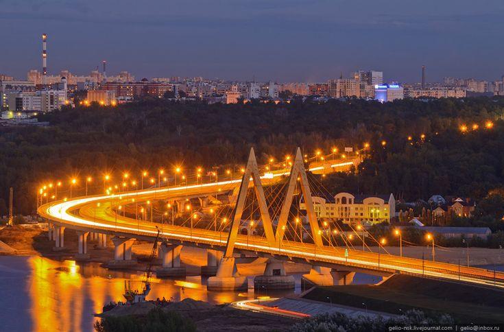 Мост Миллениум. Один из четырех мостов, соединяющих старую и новую части города.