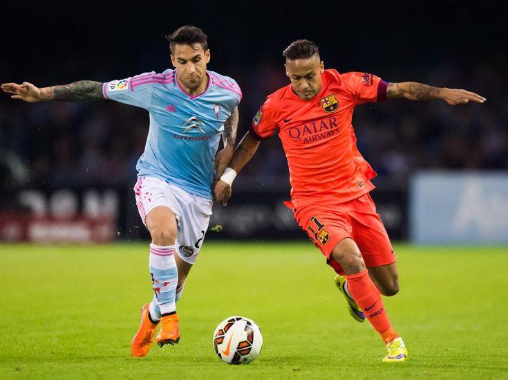 Neymar Santos Jr, del Barça, se va de Hugo Mallo del Celta de Vigo.