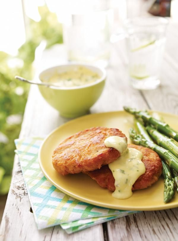 Recette de Ricardo de croquettes de saumon et mayonnaise à l'estragon