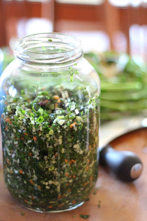 Il n'existe pas de recette officielle d'herbes salées du bas du fleuve. Mais il existe quelques règles, proportions et principes de base que je partage avec vous.