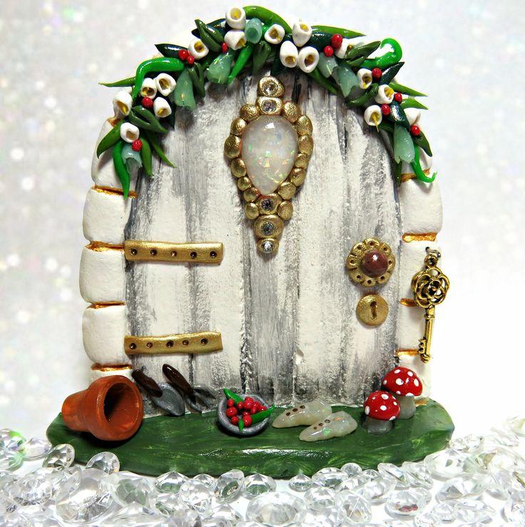 Fairy Door. www.etsy.com/shop/charmedfairycrafts